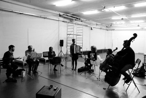 Blutwurst Ensemble con Emmanuel Holterbach a Prato